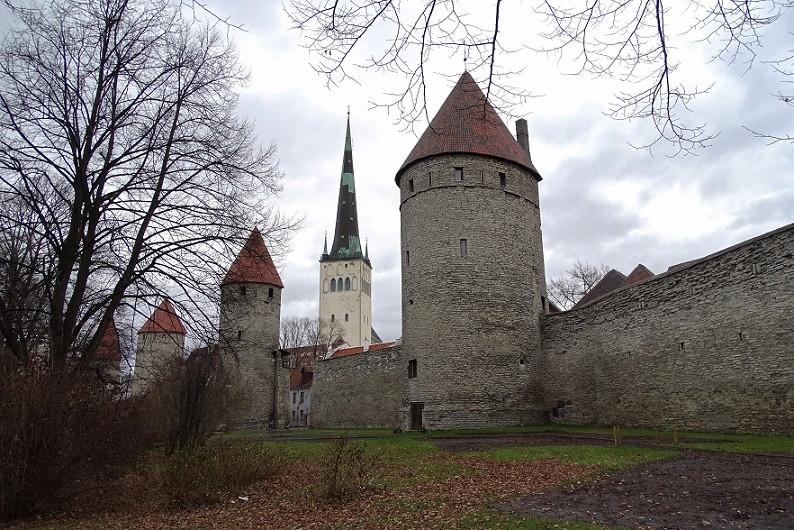 Stadtmauern und St. Olai Kirche - Tallinn