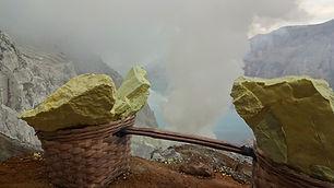 Sulfur auf Mount Ijen Indonesien.JPG