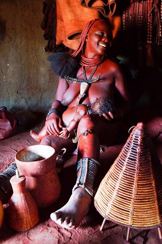 Im Inneren einer Himba Hütte