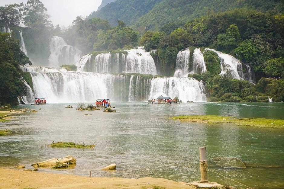 Blick auf den Ban Gioc Wasserfall