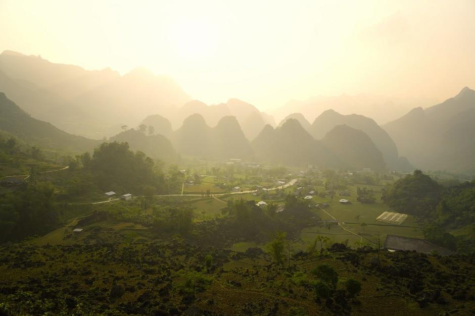 Sonnenuntergang im vietnamesischen Bergland