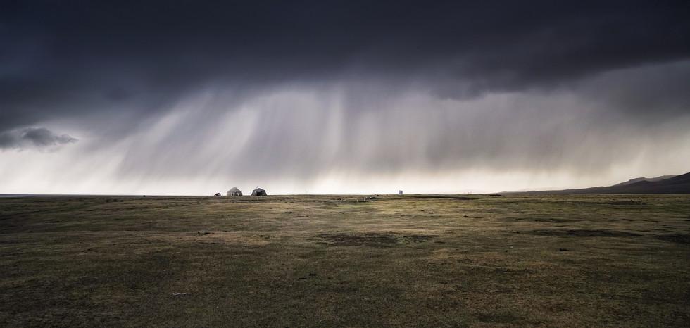 Regensturm in Kirgisistan.jpg