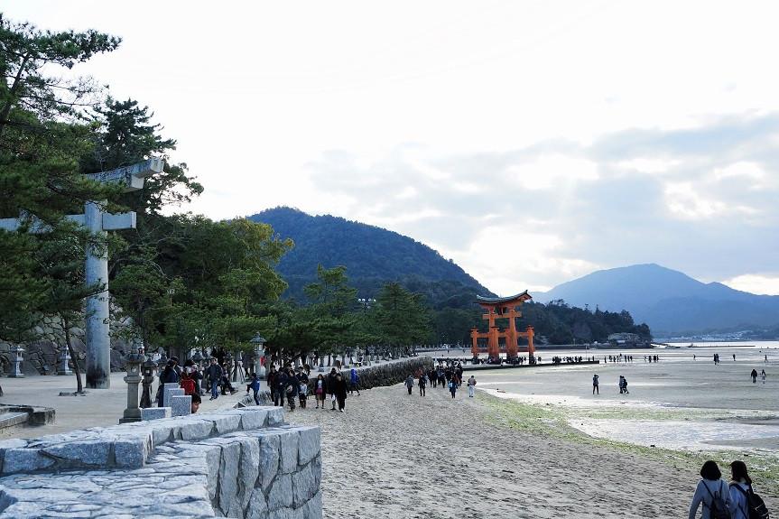 Auf dem Weg zum Miyajima Schrein - Hiroshima