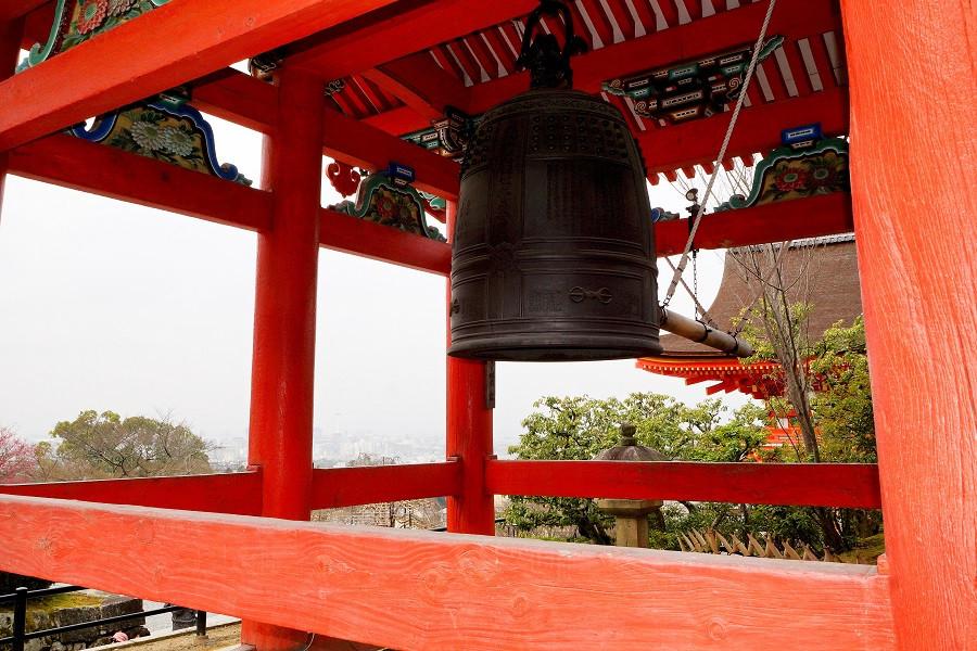 Glocke auf der Kiyomizu-dera Tempelanlage - Kyoto