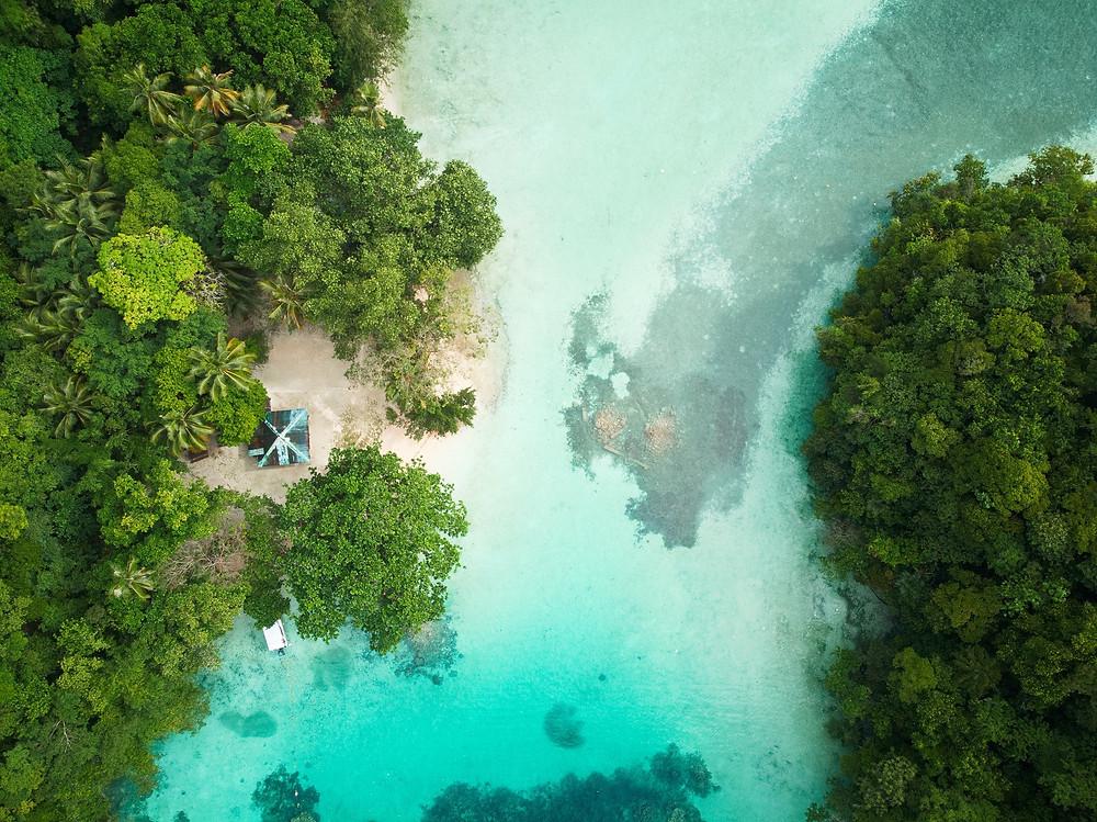 Traumahfte Bucht auf Palau aus der Luft