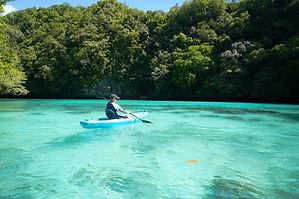 Kati im Kajak auf Palau.jpg