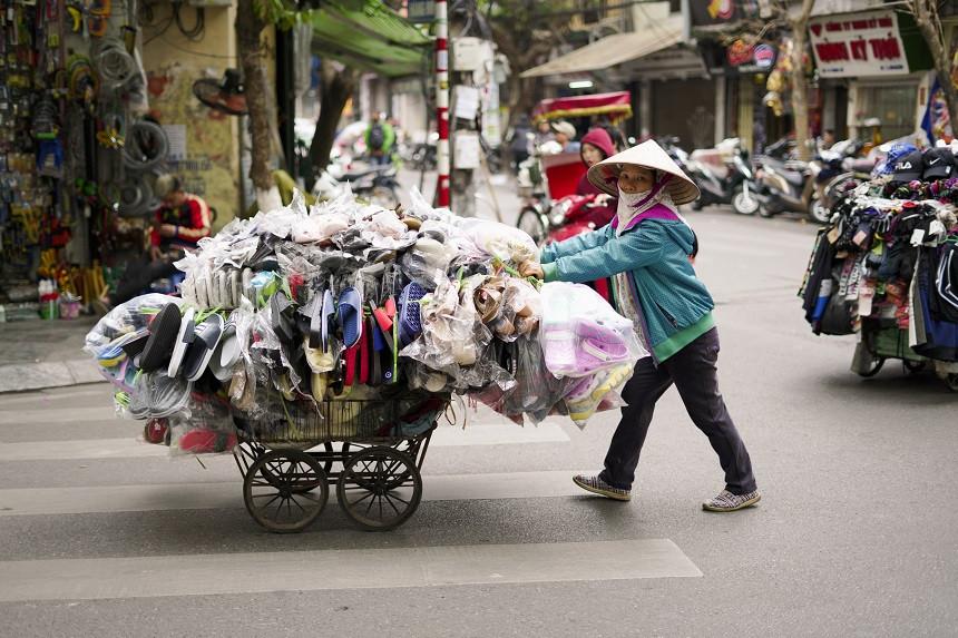 Vietnamesische Frau-mit-Wagen