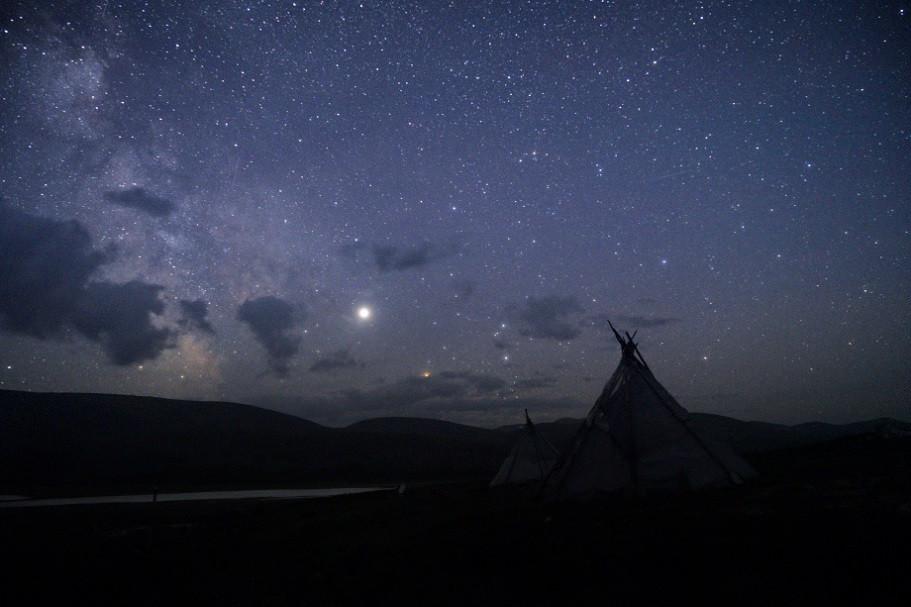 Tipi unter Sternenhimmel