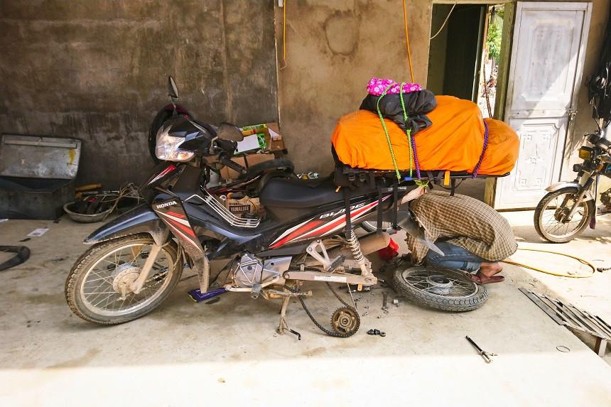 Reifenwechsel im Norden Vietnams