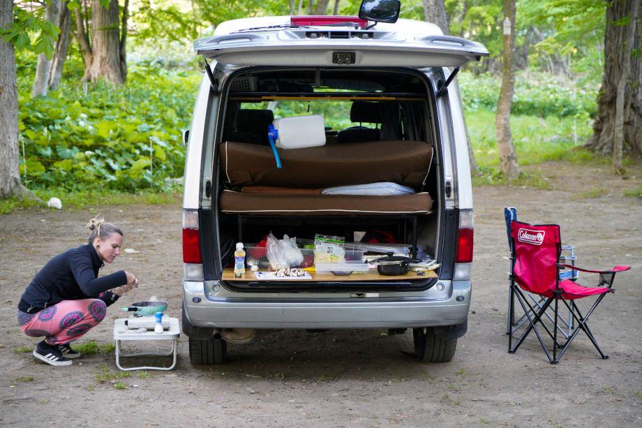 Kati kocht vor Campervan