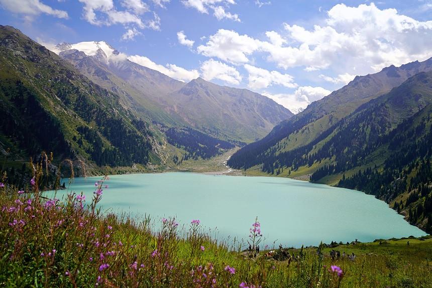 Großer Almaty See in Kasachstan