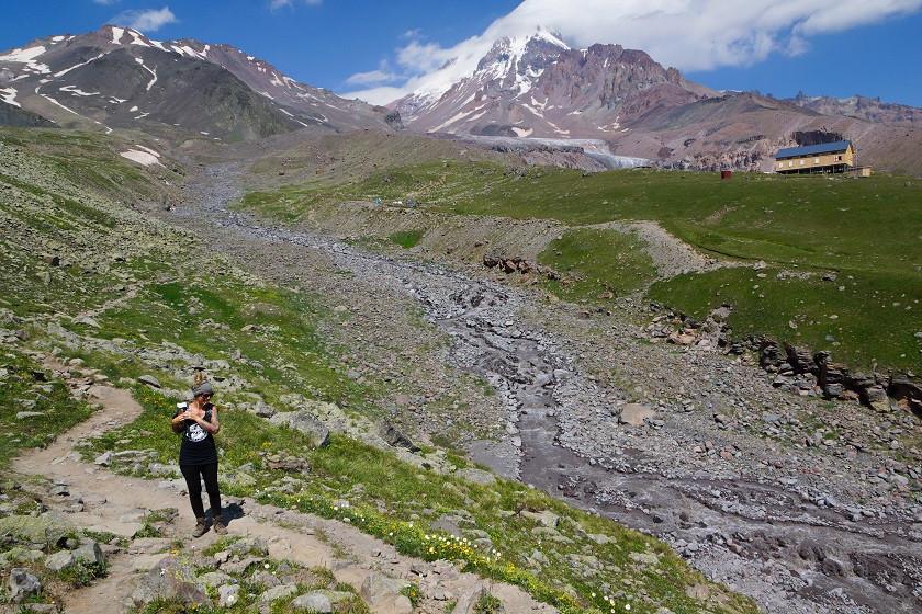 Ausblick auf den Kazbek und den Gergeti Gletscher