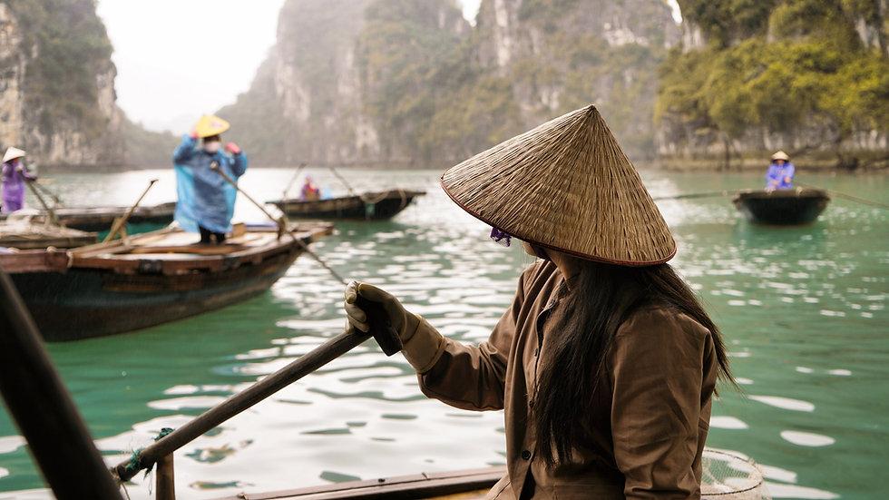Vietnamesin mit Hut in der Bai tu long B