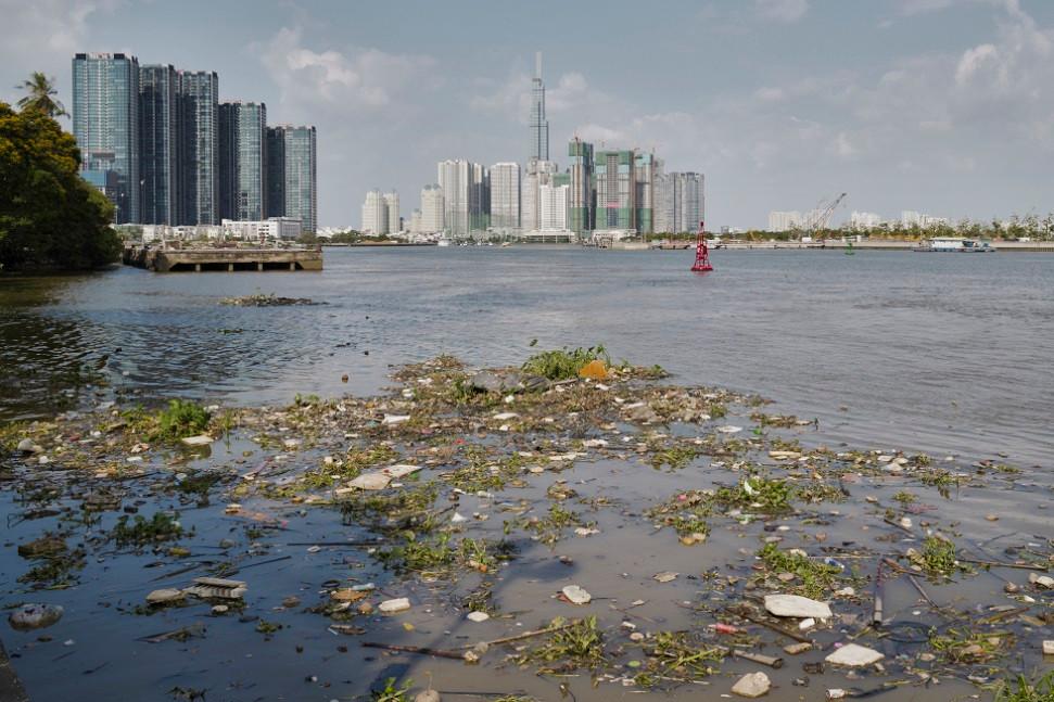 Verschmutzter Fluss in Ho Chi Minh Stadt - Vietnam