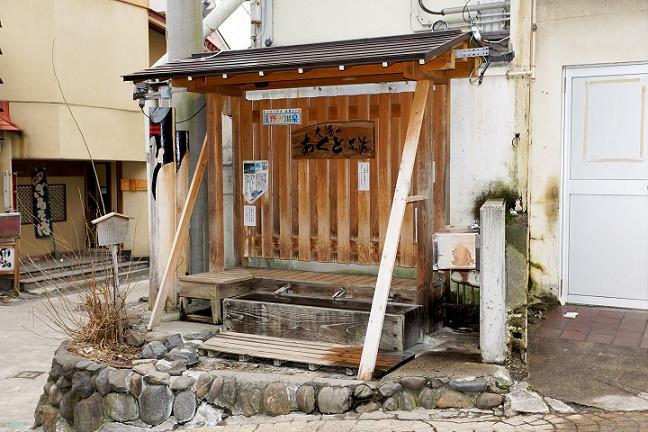 Fußbad mit heißem Quellwasser - Nozawa Onsen
