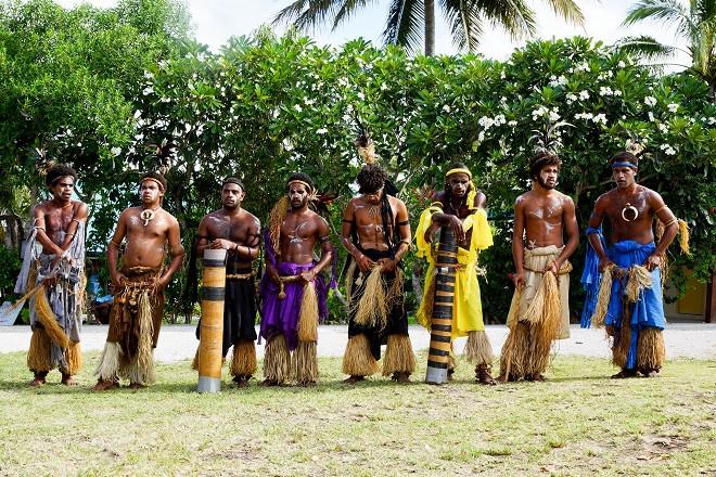 Einheimische in traditioneller Kleidung, Lifou - Neukaledonien