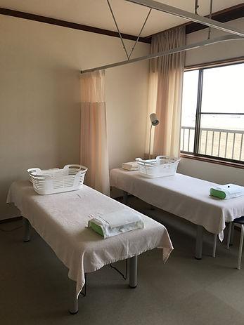 石川県 白山市 能美市 小松市 加賀市の鍼灸 和田鍼灸治療院 自律神経失調症 不妊症 慢性疾患などに注力しています。この写真は治療室の写真です。