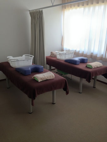 石川県 白山市 能美市 小松市 加賀市の鍼灸 和田鍼灸治療院 自律神経失調症 不妊症 慢性疾患などに注力しています。この写真は治療室の写真です。2台のベッドを設置しています。