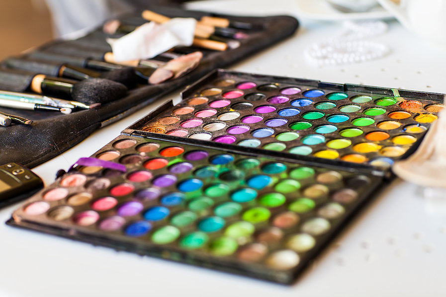 palette-with-eye-shadows-PMWMY3Y.jpg