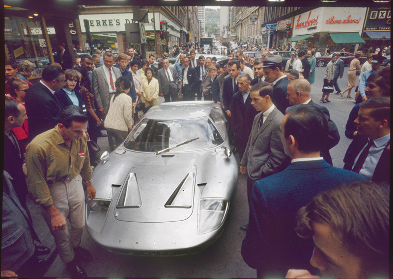 Don Newlands: GT40 Car with crowd