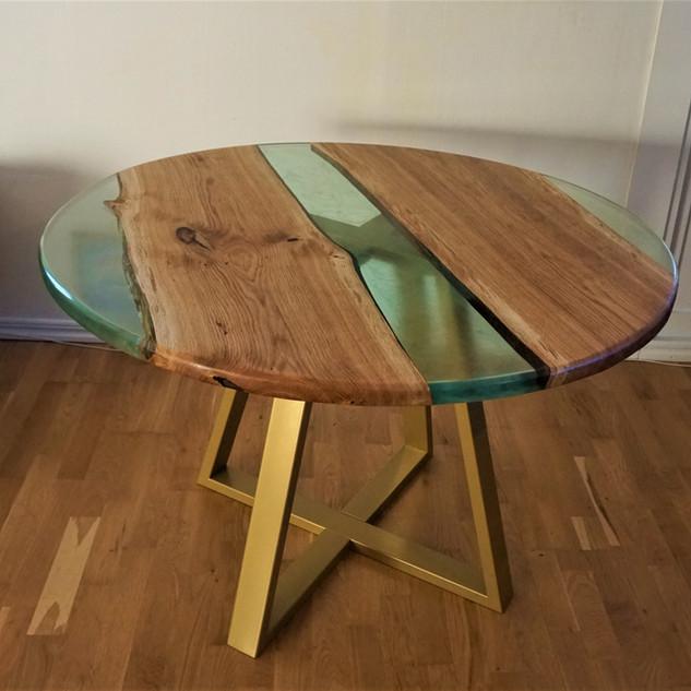 Runt matbord, river table.jpg
