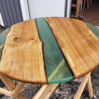 Rundbord med epoxy resin.jpg