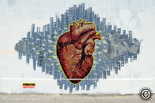 grafik warfare heart graffiti