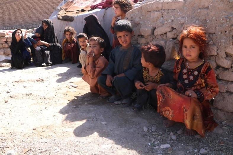 Imagen de niños afganos víctimas de tortura en la Ciudad de Herat.