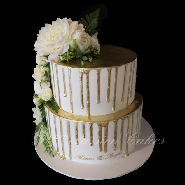 Gold fondant drip cake