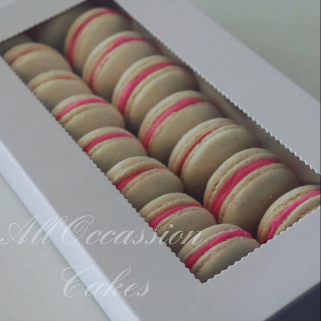 Pink&White macarons