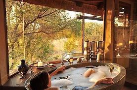 lukimbi-safari-lodge-bubble-bath-590x390
