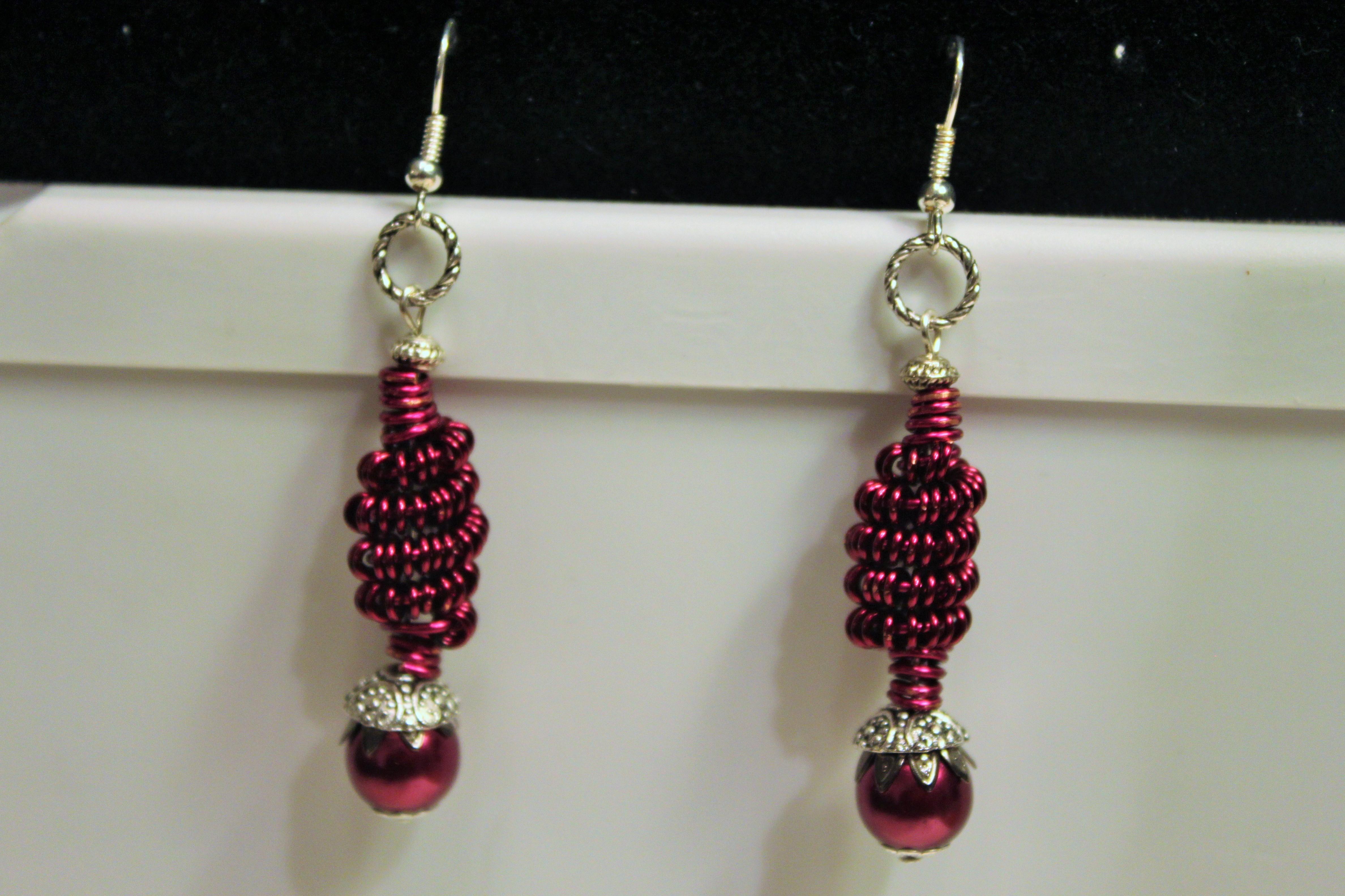 Earrings coiled bead magenta