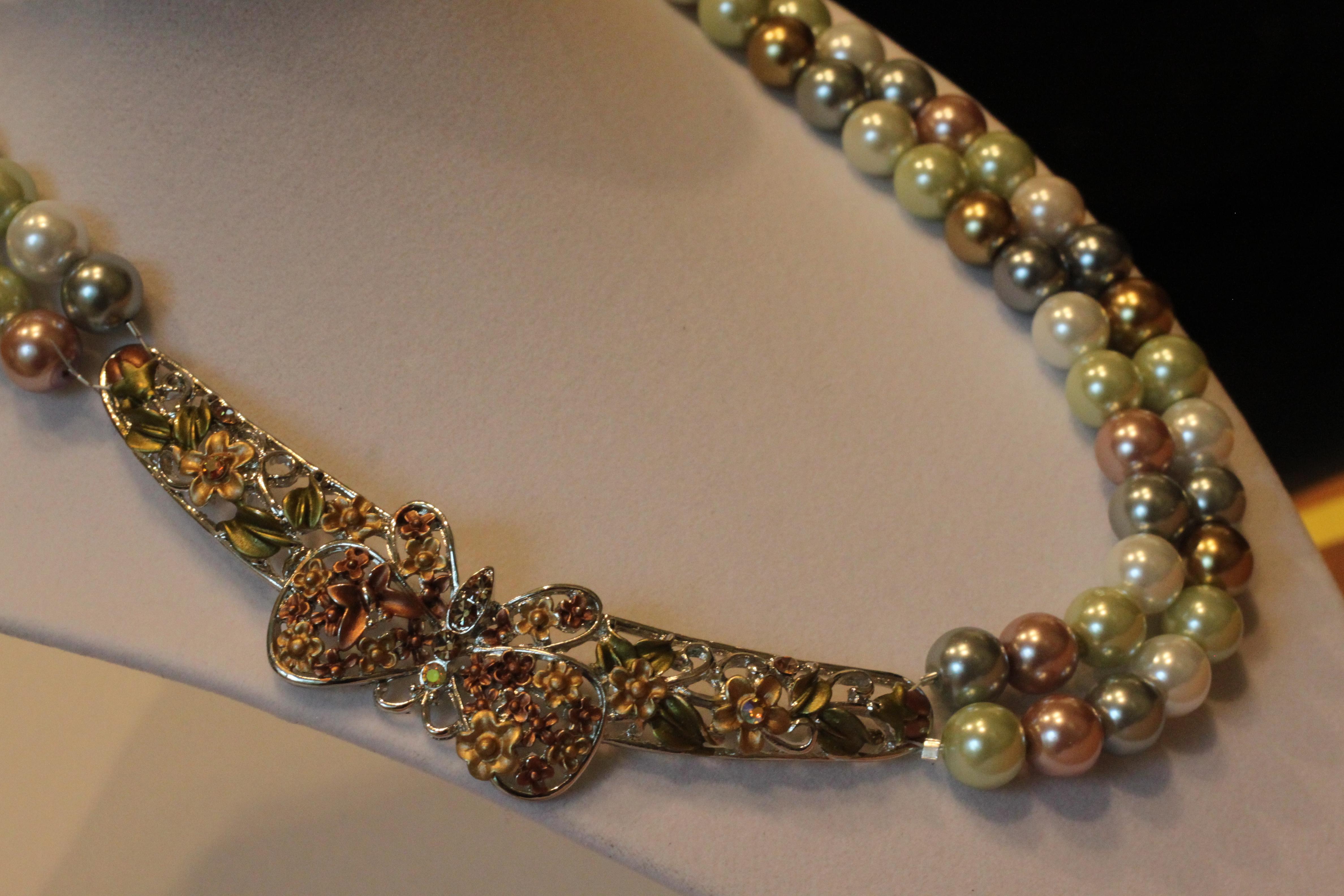 Nekclace pearl glass butterfly