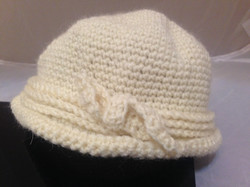Cloche Hat With Bow - Creme