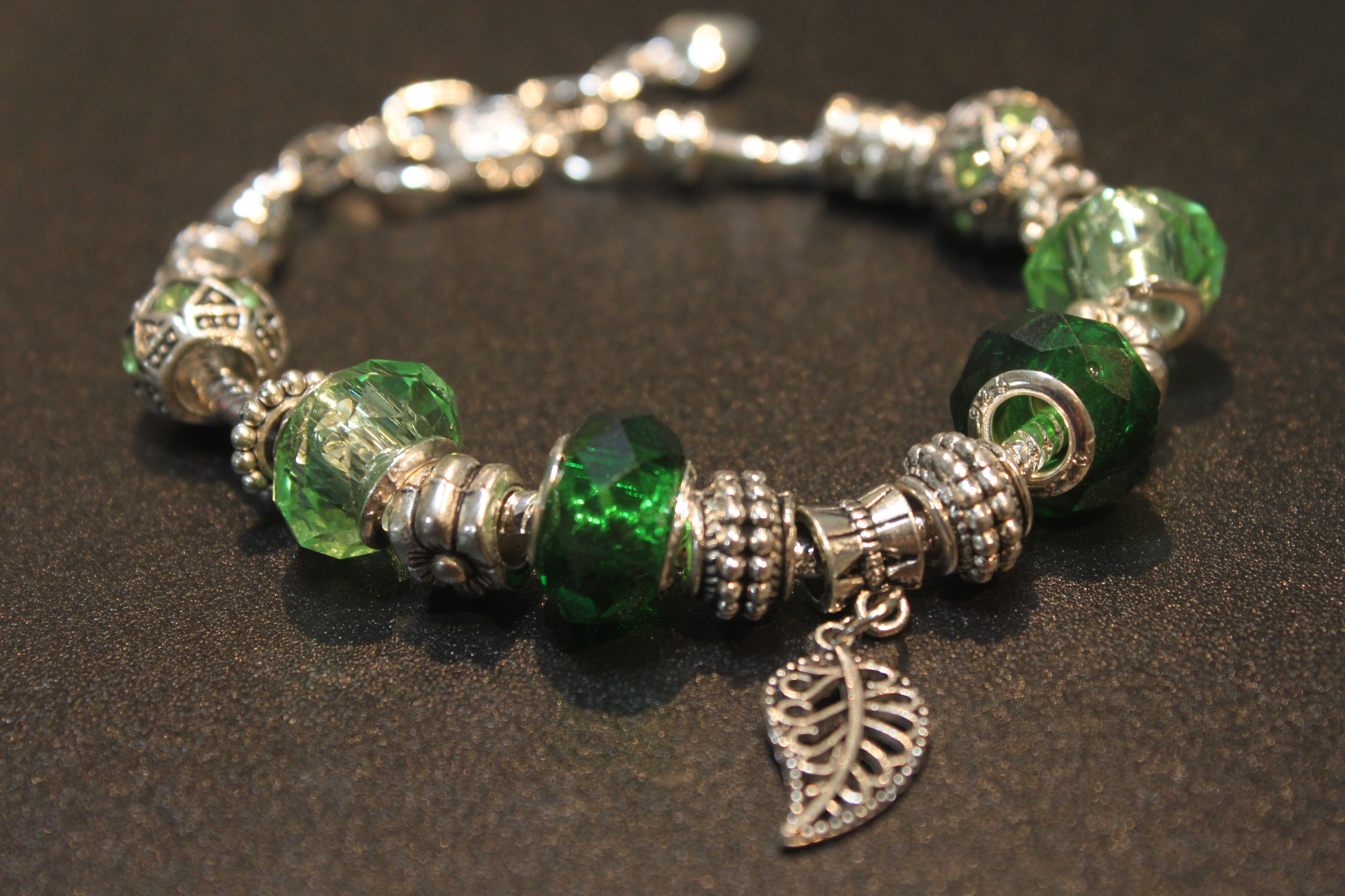 Leave charm bracelet - Grass Green