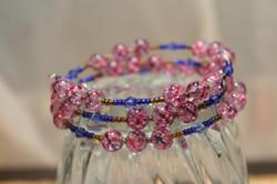 Pink bracelet in memory wire, 3 loop