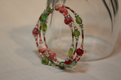 Bracelet red-green on memory wire