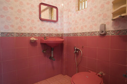 13. HOME Patnem_Main House Rooms_bathroom