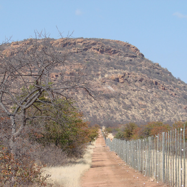 Big Five Fence to Madia Pala Mountain