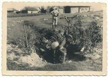 Foto-Soldaten-der-Wehrmacht-mit-nacktem-