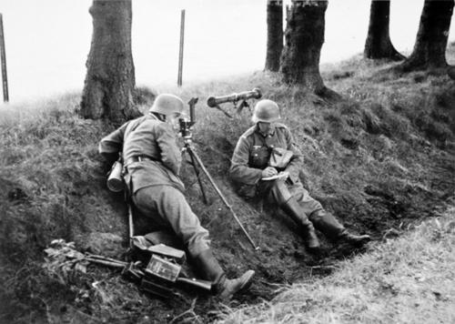 german-troops-trench.jpg