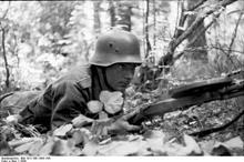 DP28 Soldat_mit_Degtyaryov_2.jpg
