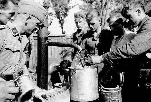 Serving water--food--2992672_orig.jpg