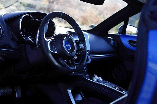 Location Alpine A110 Circuit. Extrem Cars louez une Alpine A110 sur un circuit automobile en cours de pilotage de 1h à 1 journée entière au volant sur circuit. Location Alpine A110. Coaching pilotage Alpine A110 sur circuit