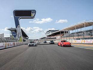 Stage de pilotage et coaching circuit - Extrem Cars: Stage de pilotage automobile, coaching, balade routière en supercar, Road Trip & événements d'entreprises