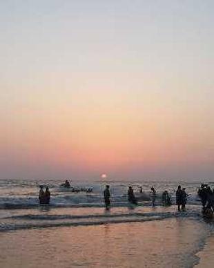 800px-Alibaug_beach_sun_set_scene_202012