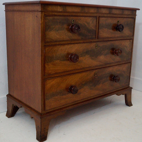 A Mid 20th C Mahogany Chest of Drawers / Commode