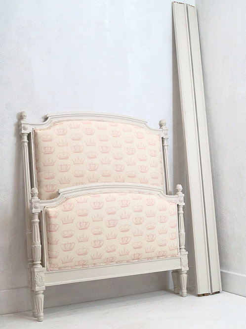 A French Vintage Louis XVI / Gustavian Style Single Bed
