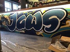 логотип краской на барной стойке