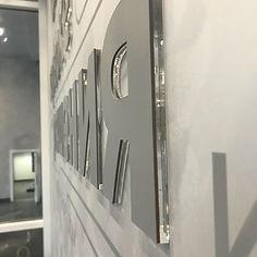 обьёмный логотип из пвх на стену